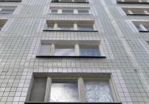 В Подмосковье ребенок выжил после падения с 12-го этажа благодаря деревьям