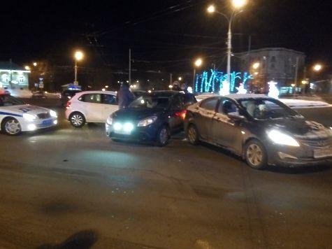 НаКрасной площади вЯрославле случилось тройное ДТП