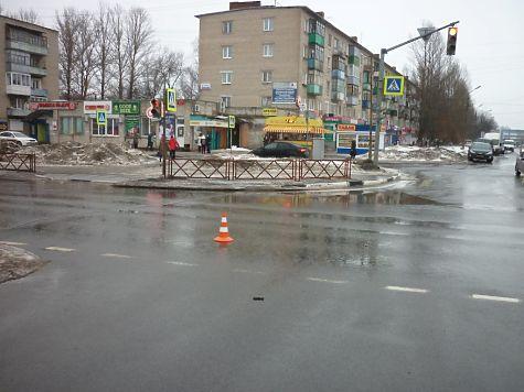 ВЯрославле «Форд» сбил пешехода иснес дорожное ограждение
