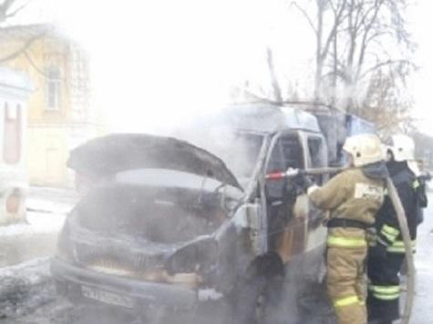 Вцентре Ярославля ушколы №4 сгорела грузовая «Газель»