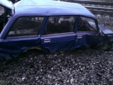 Ужаснейшее ДТП вЯрославской области: товарный поезд раздавил легковой «ВАЗ»