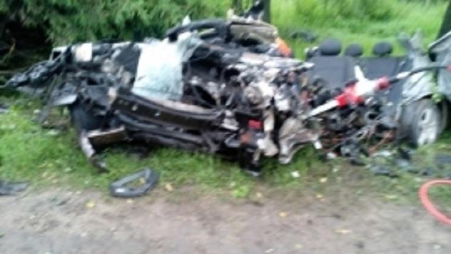 ВРыбинске «Мерседес» протаранил столб: шофёр умер