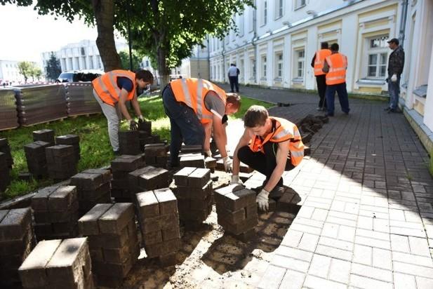 Тротуарная плитка вцентре Ярославля будет красного цвета