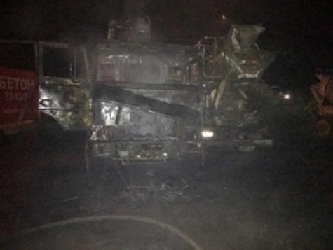 ВЯрославле сгорело два грузовых автомобиля