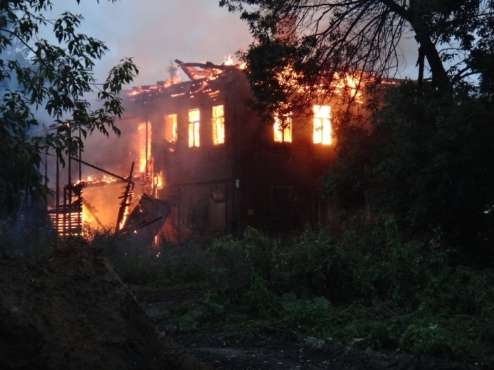ВЯрославле практически 5 часов тушили двухэтажный дом