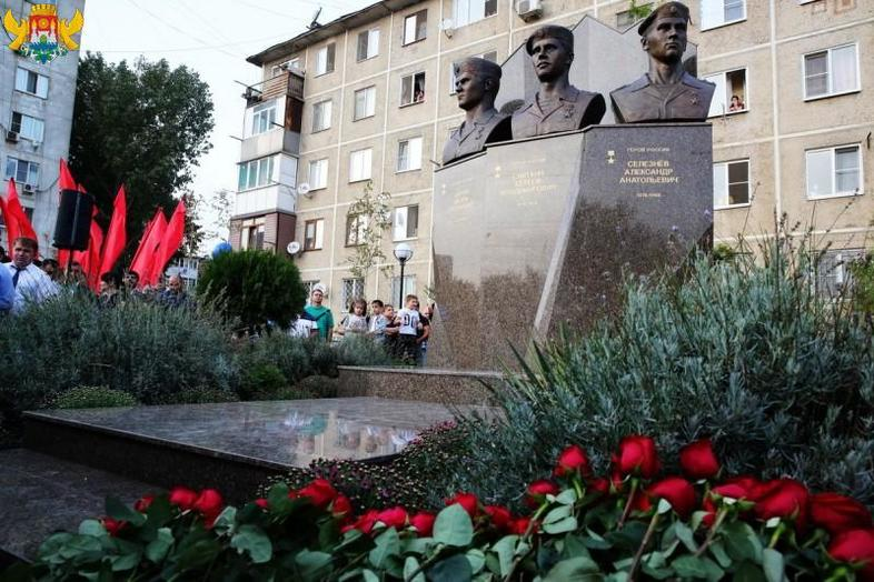 Монумент героям-омоновцам изЯрославля установлен вДагестане