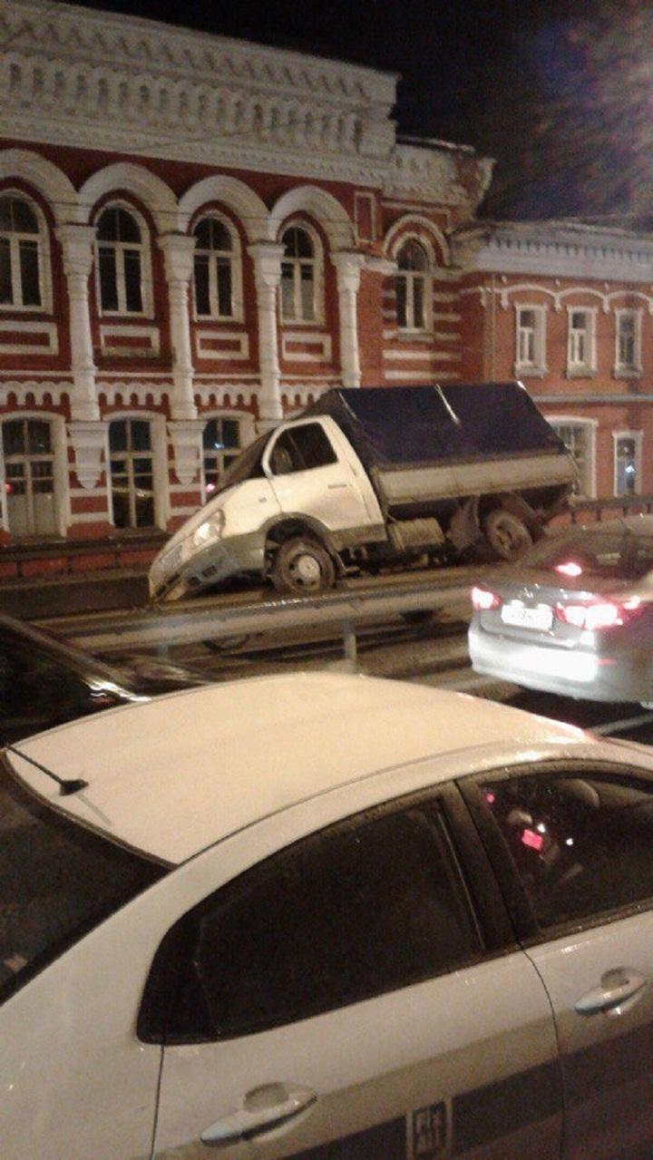Пьяные девушки секс в авто ярославль