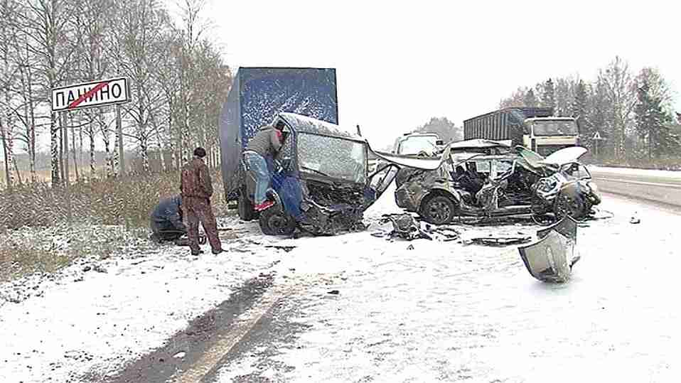 Надороге Ярославль— Рыбинск вДТП с грузовым автомобилем умер мужчина