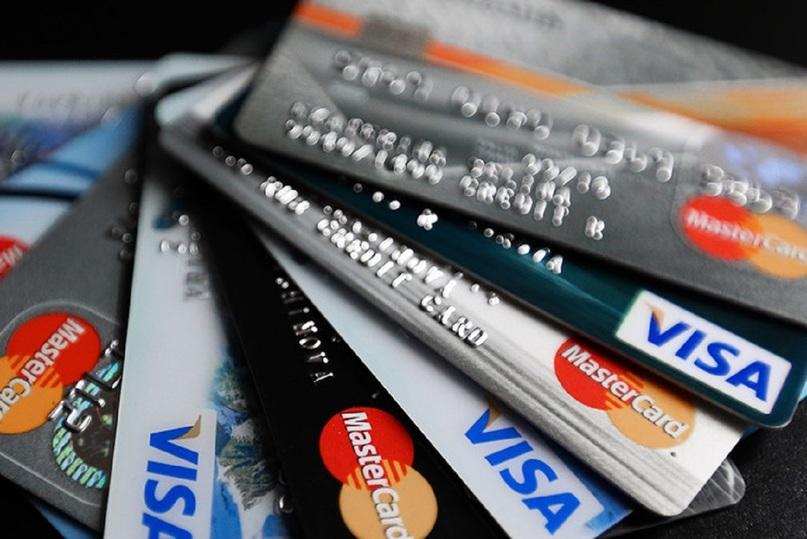 Жители России стали реже снимать деньги сбанковских карт— ЦБРФ