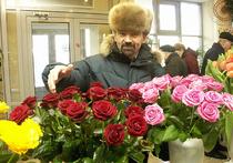 В Москве поднялись цены на цветы: народ переходит на еловые букеты